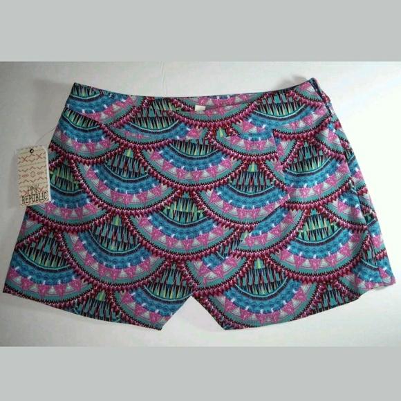 Pink Republic Pants - ARTSY PRINT CURVED DESIGN FLORAL SKORT SHORT XS